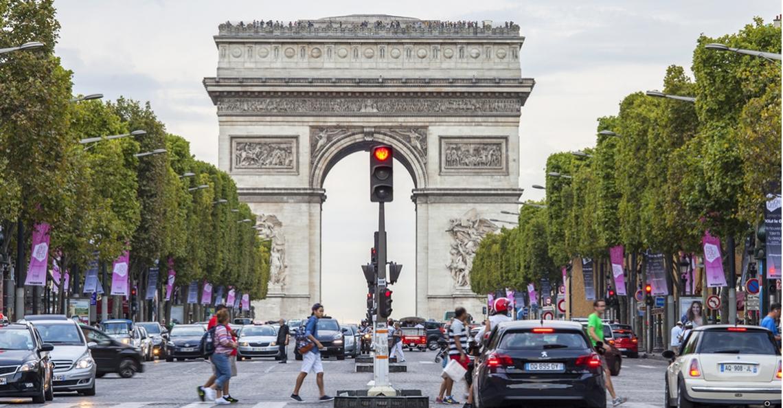 Parijs organiseert drone festival op champs elys es - Comptoir des cotonniers champs elysees ...