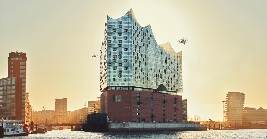 Nieuw concertgebouw Hamburg te bekijken met drones