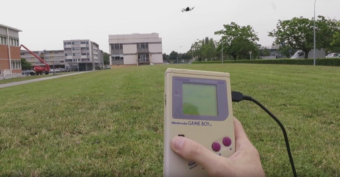Een drone besturen met een Game Boy Classic