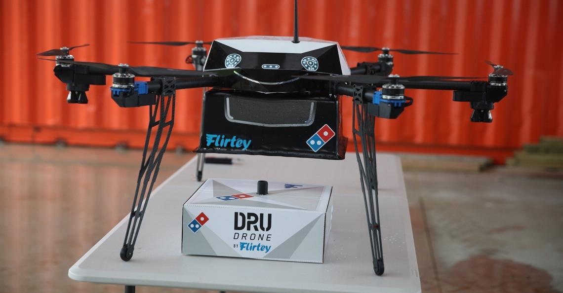 Domino's en Flirtey voeren eerste commerciële bezorgservice uit