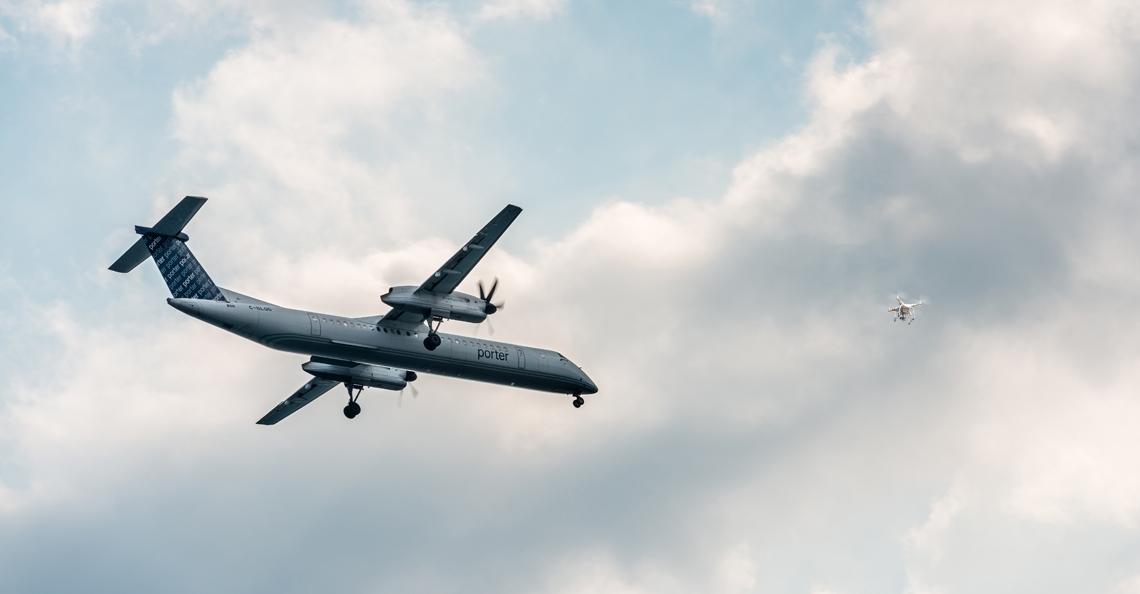 Canadees vliegtuig wijkt uit voor drone