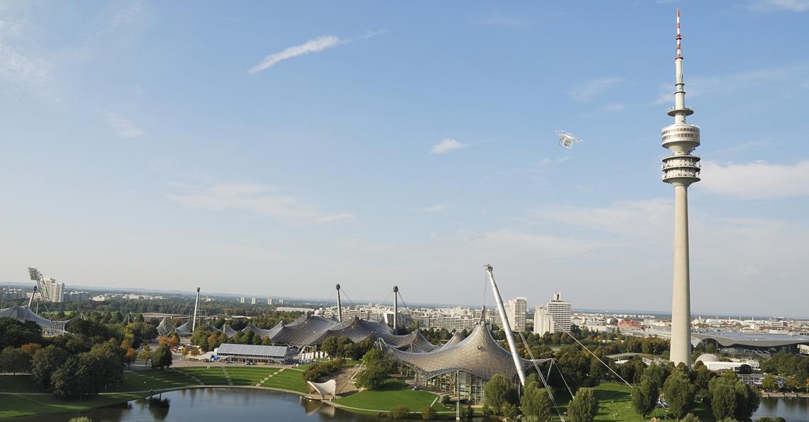 Drone crasht tegen Olympiatoren in München