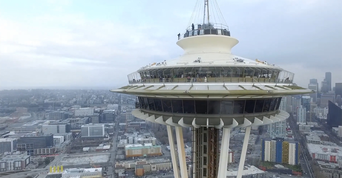 1484218077-seattle-space-needle-drone-crash-dji-inspire-1-aerial-vieuw-01-2017.jpg