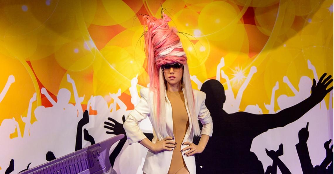 Lady Gaga treedt op met honderden drones tijdens Super Bowl finale