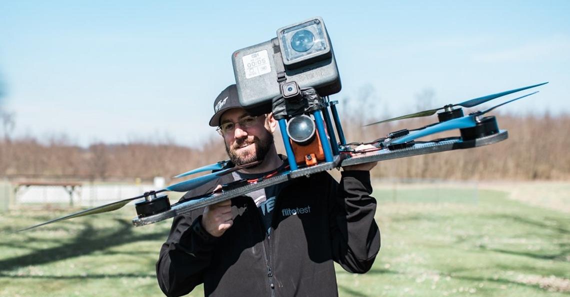 's Werelds grootste FPV racing drone