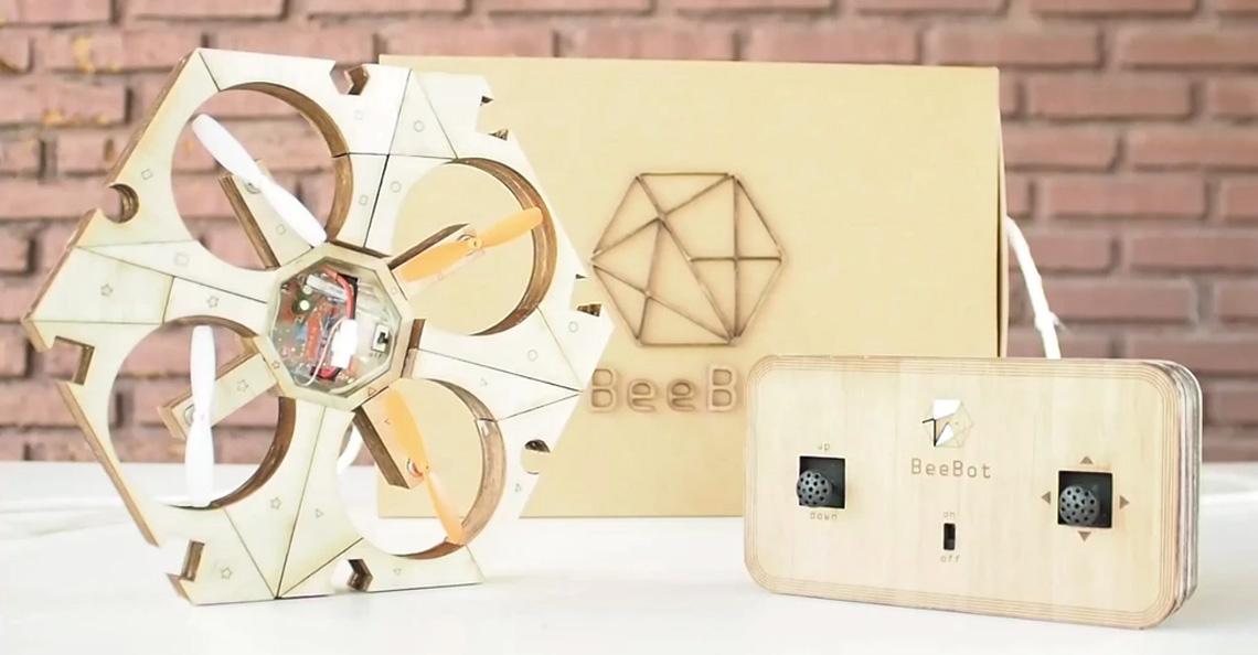 BeeBot drone is een houten puzzeldrone voor kinderen