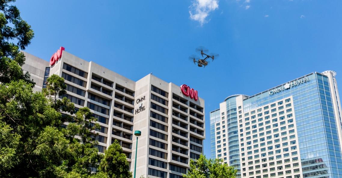 CNN ontvangt toestemming voor dronevliegen boven mensen op filmsets