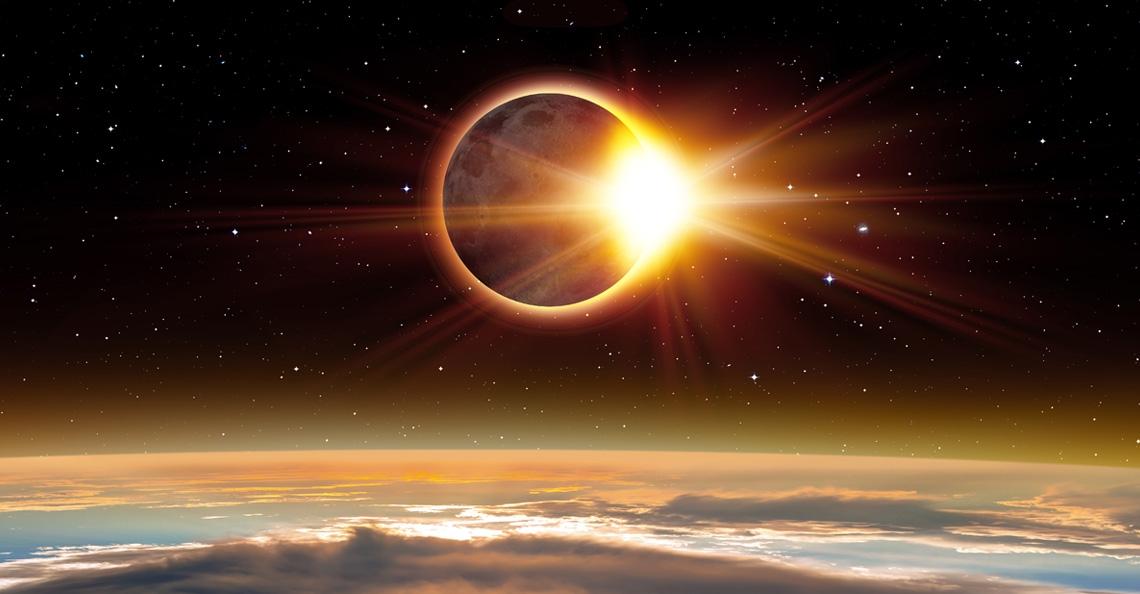 Dronepiloten filmen zonsverduistering Amerika
