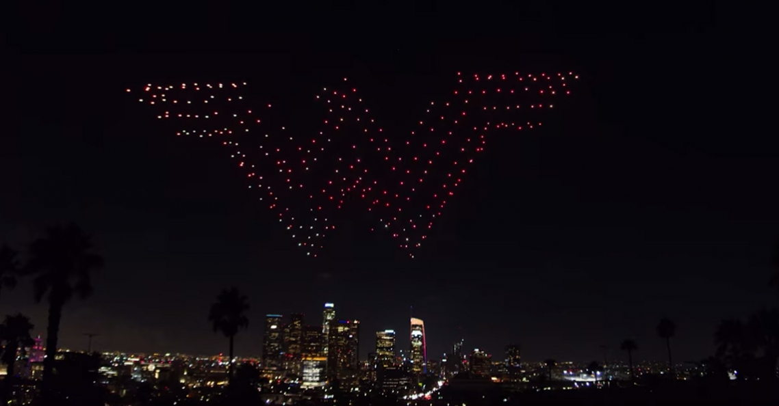 Intel en Warner Bros promoten Wonder Woman via lichtshow met drones