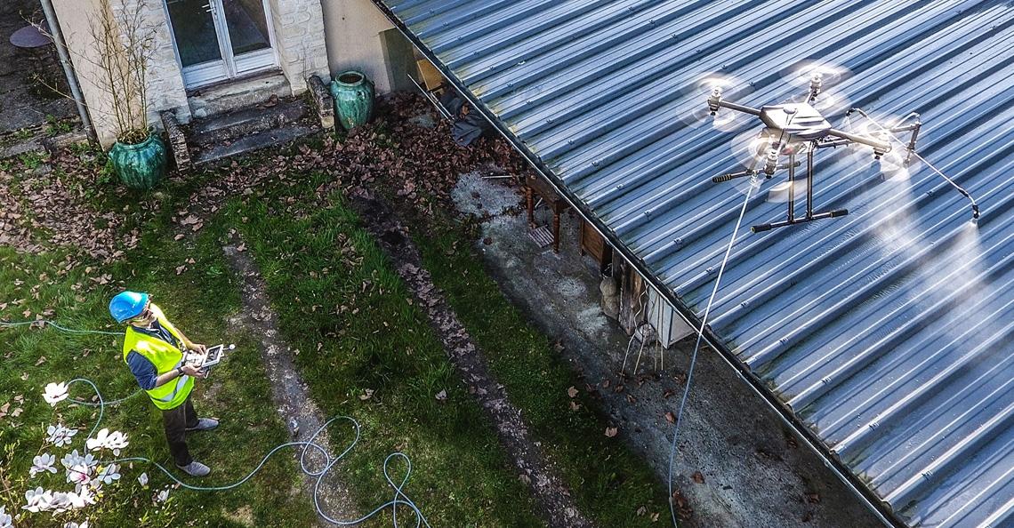 Eenvoudig je dak reinigen met de Hercules 10 Spray drone