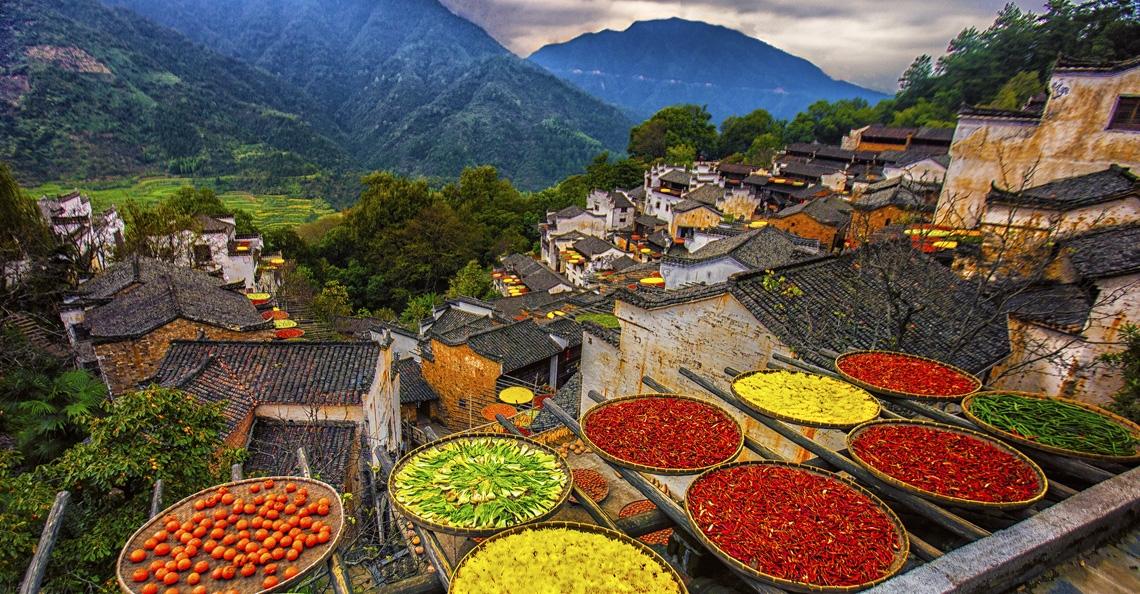 Chinese stad nodigt dronepiloten uit om kleurrijke traditie vast te leggen