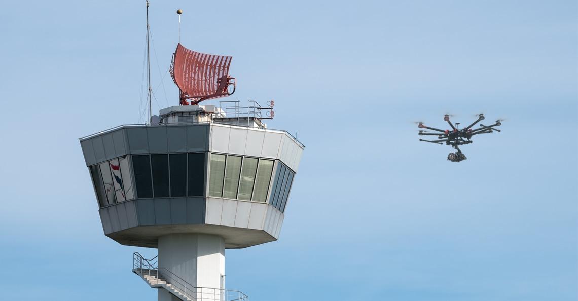 Vanaf 2018 ruimte voor drones op vliegveld Groningen Airport Eelde
