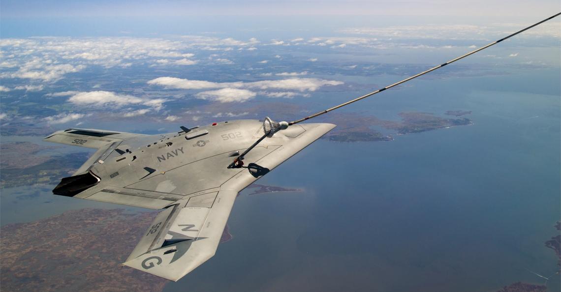 Boeing presenteert drone die gevechtsvliegtuig bijtankt in de lucht