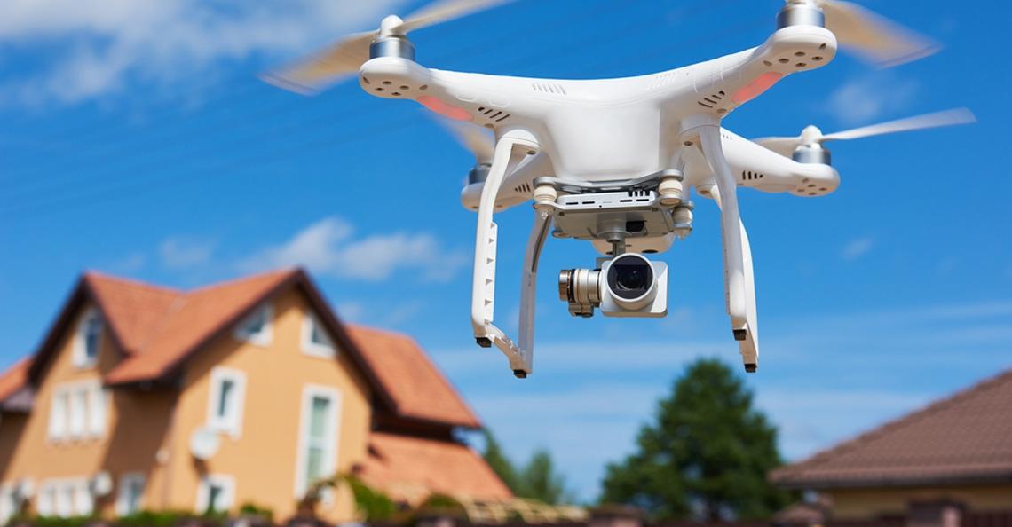 Politie zoekt bestuurder drone die boven reanimatie hoogzwangere vrouw vloog