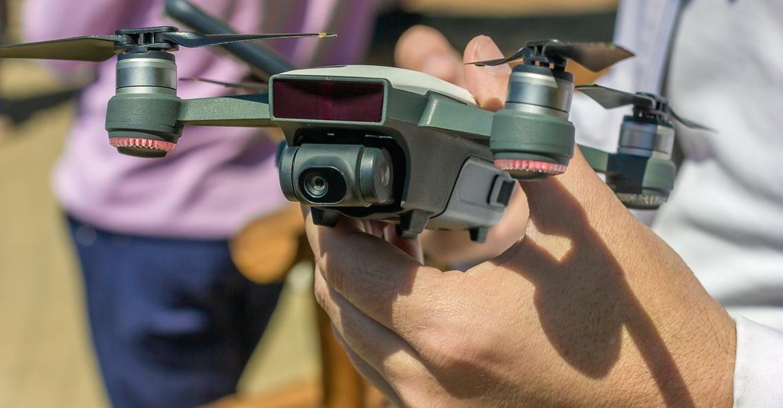 Regering ziet af van plannen beperken maximale hoogte voor drones