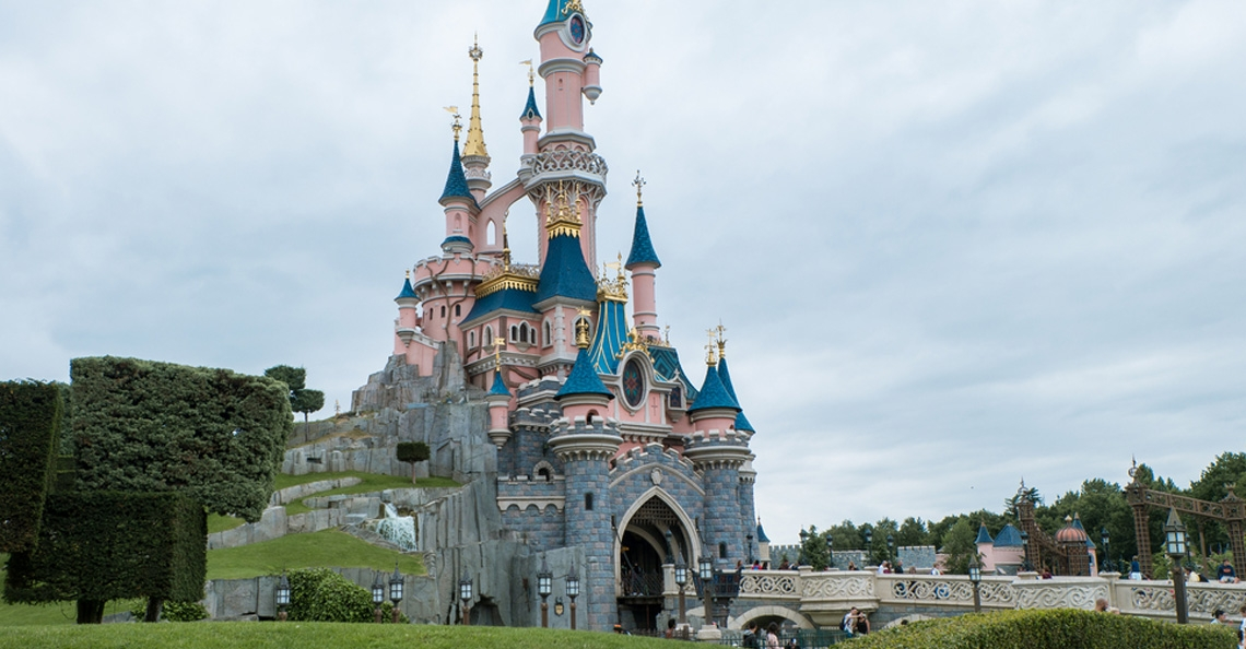 1528922150-euro-disney-land-parijs.jpg