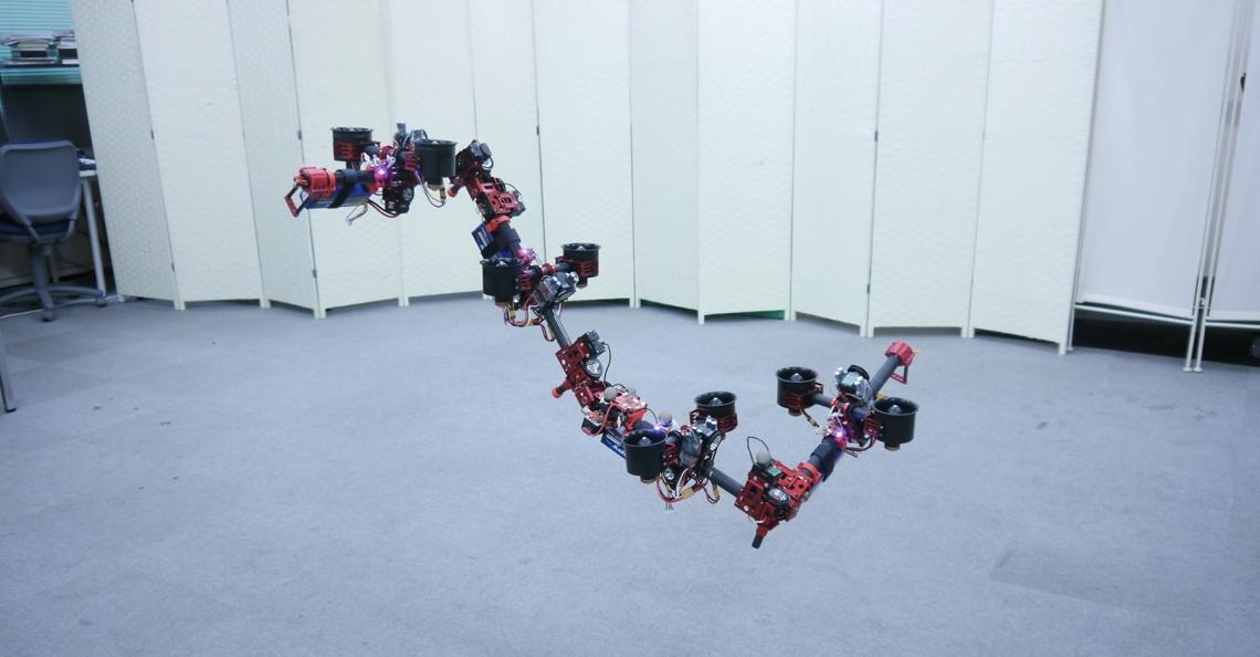 Universiteit Tokyo presenteert transformerende draak-drone