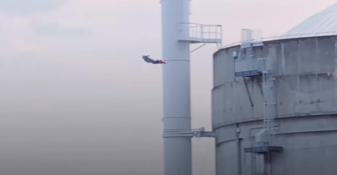 Greenpeace laat Superman-drone crashen tegen kerncentrale in Frankrijk