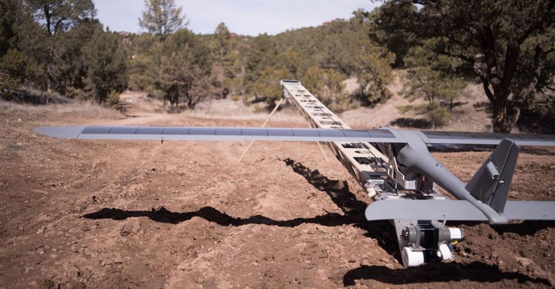DARPA test midair opladen van drones met lasers