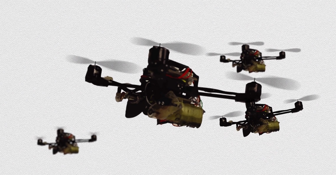 Nieuwe FlyCroTug microdrone tilt 40 maal zijn eigen gewicht