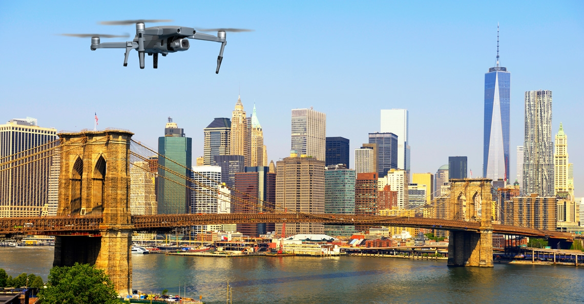 Amerikaanse dronepiloot aangehouden voor crash tegen bankgebouw