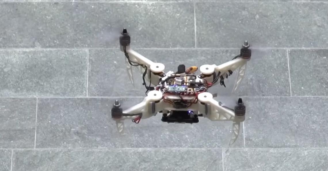 Universiteit Zurich maakt drone die tijdens vlucht opvouwt