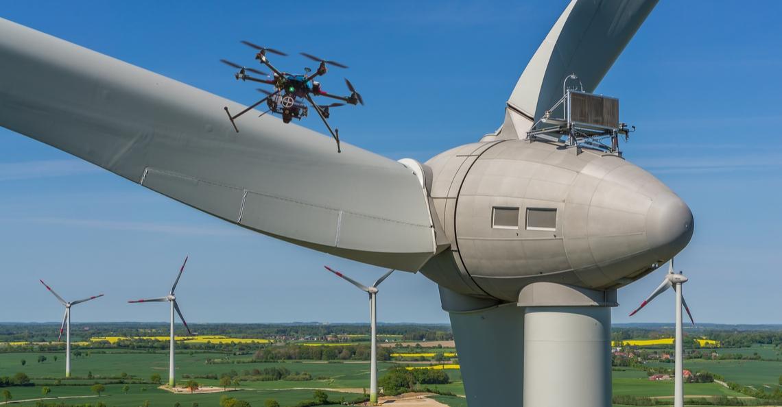 Belgische industriebedrijven DEME en SABCA gaan drones inzetten voor inspectie windturbines