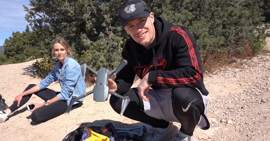 Enzo Knol raakt drone kwijt op Spaanse eiland Ibiza