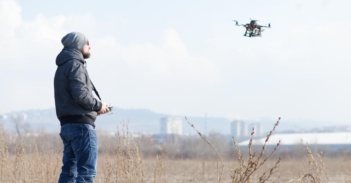 Unifly brengt elektronische nummerplaat voor drones uit
