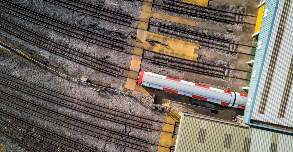 Frans techbedrijf laat drones samenwerken met autonome treinen