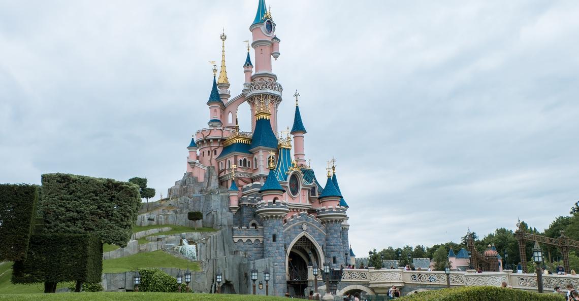 Duitser aangehouden voor vliegen met drone in Disneyland Paris