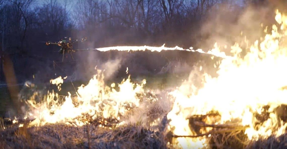 Amerikaans bedrijf verandert drone in vlammenwerper