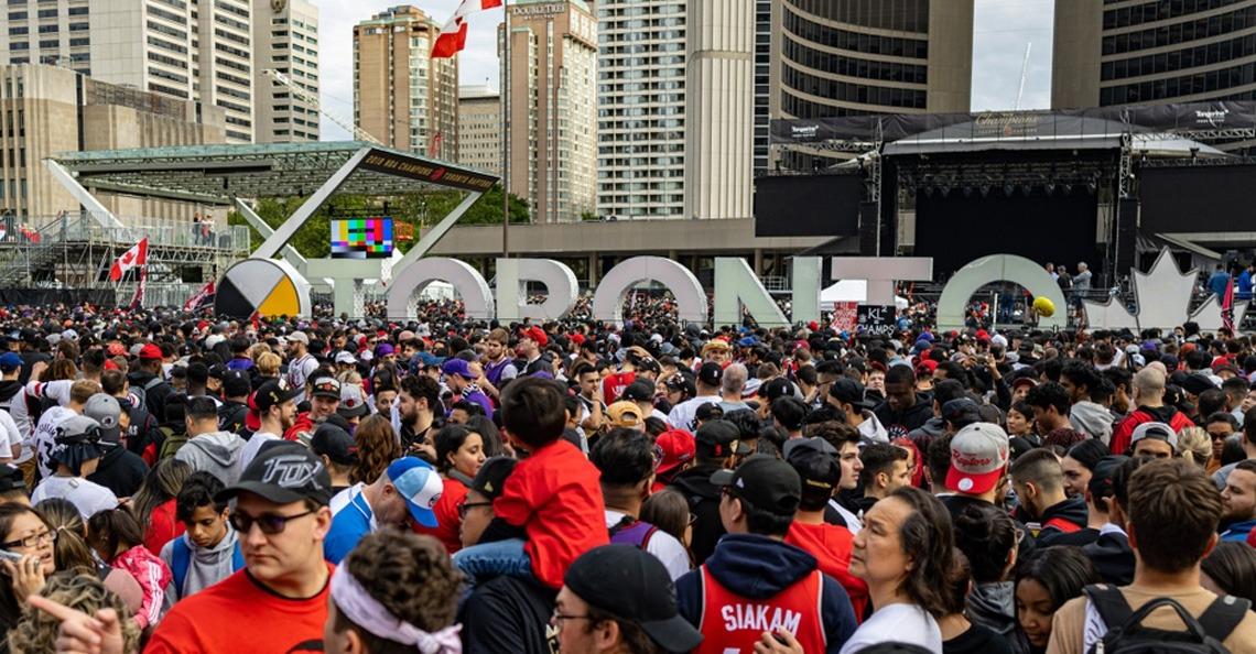 Canadese dronepiloot $2750 boete voor vliegen tijdens NBA Championship Parade
