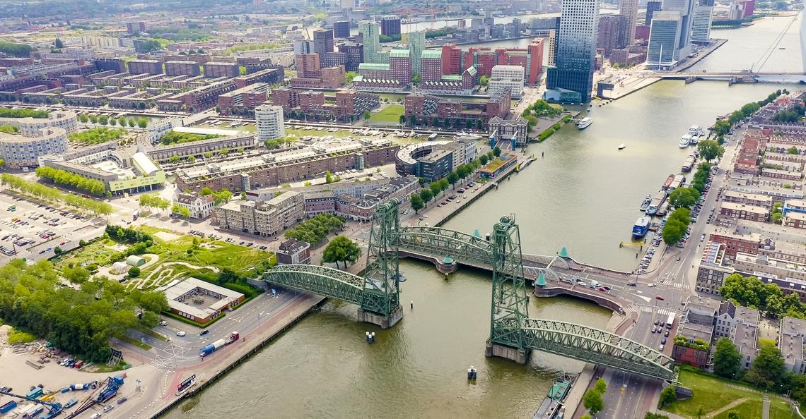 Drones inspecteren bruggen in Rotterdam