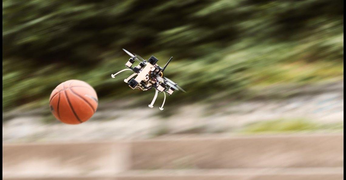 Drone ontwijkt automatisch ballen dankzij nieuw type obstakelontwijking