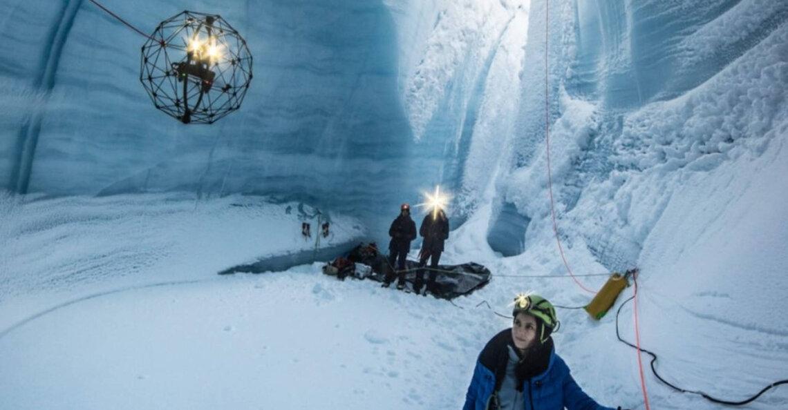 Elios-drone onderzoekt ijsgrotten in Groenland