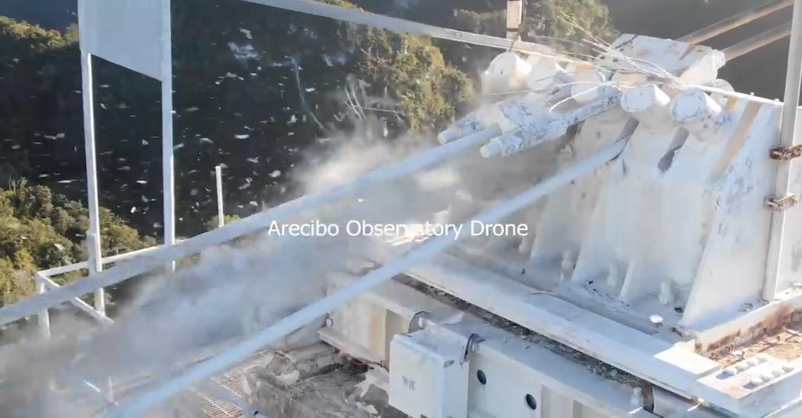 Inspectiedrone filmt instorten Arecibo telescoop