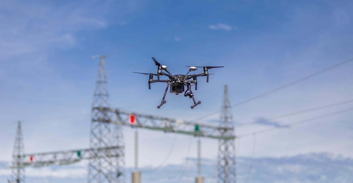 Fins energiebedrijf zet drones in voor kabelinspecties