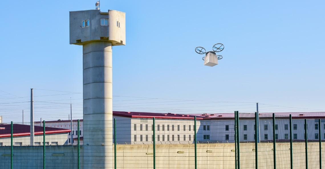 Zes maanden cel voor Schotse smokkelaar die drone gebruikte