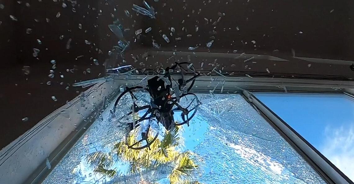 Nieuwe SWAT-drone breekt ruiten met roterend mes