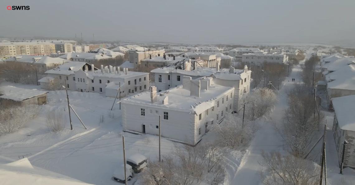 Drone maakt supercoole video van bevroren Russische spookstad