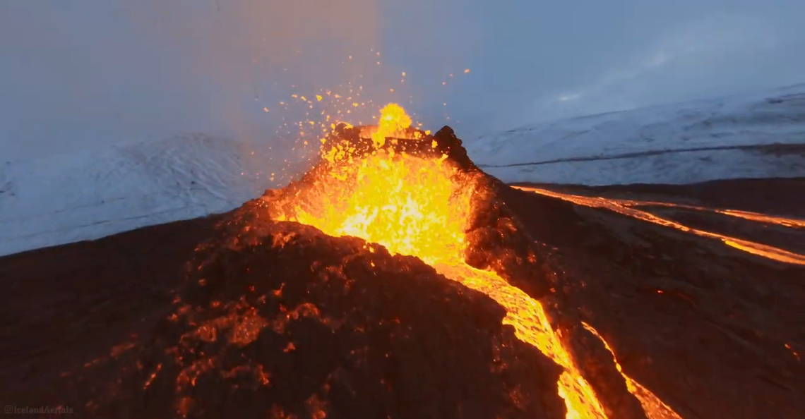 Drone smelt in actieve vulkaan
