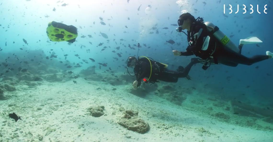 iBubble maritieme drone volgt en filmt elke beweging van een duiker