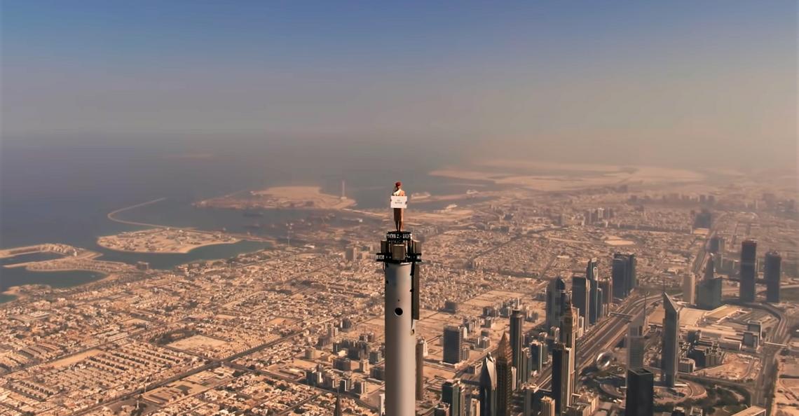 Drone maakt 'hoogste advertentie ooit' van Emirates mogelijk