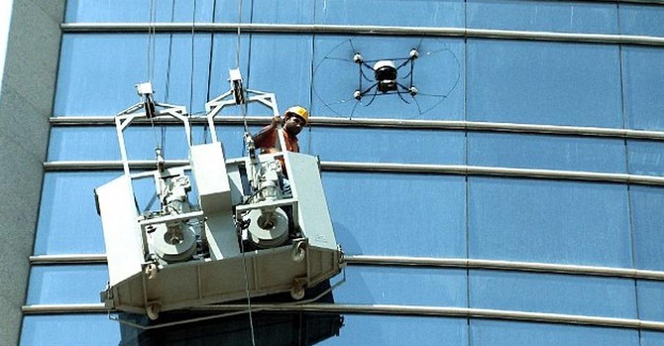 Drone helpt glazenwasser in nood