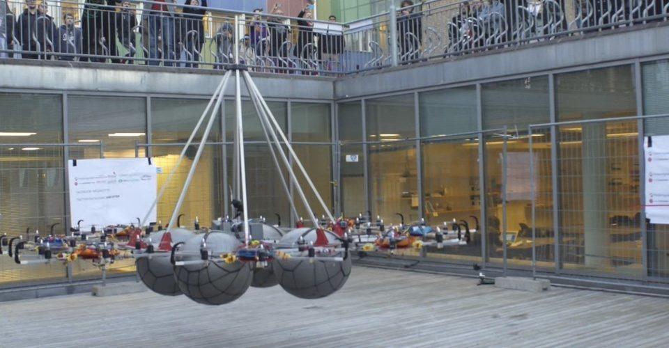 Megakopter zet wereldrecord neer door 61 kilo te tillen