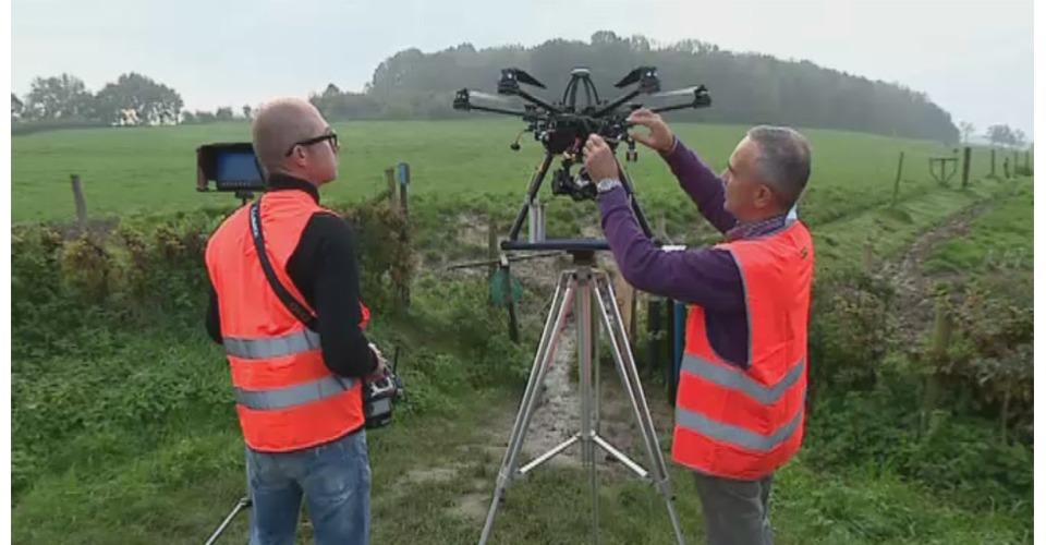 Een kijkje bij het werk van een drone piloot