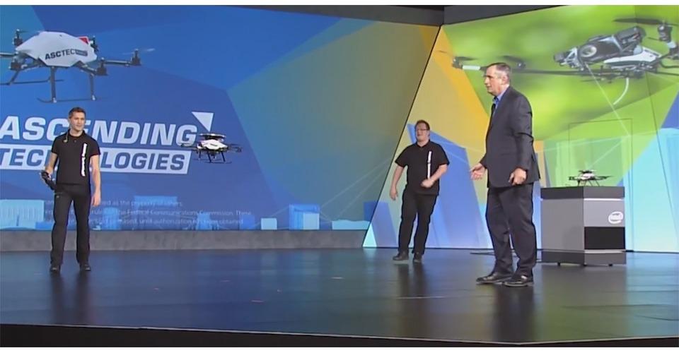 AscTec Firefly drone ontwijkt obstakels door Intel-camera