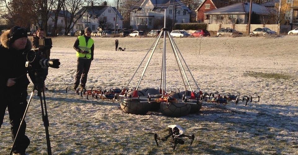 Studenten bouwen megakopter met 48 propellers