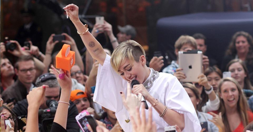 Paparazzi gebruikt drones om Miley Cyrus thuis te bespieden